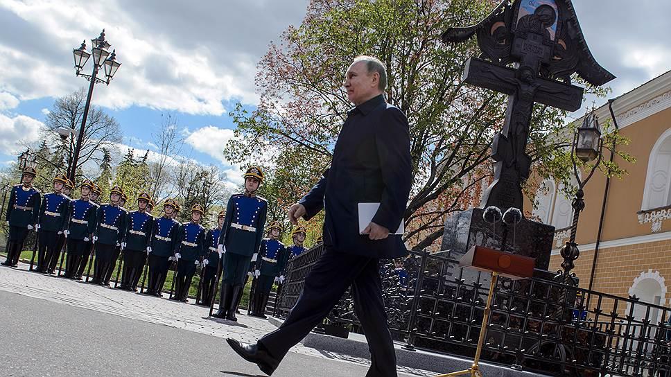 Владимир Путин принял участие в открытии памятника-креста на месте гибели великого князя Сергея Александровича