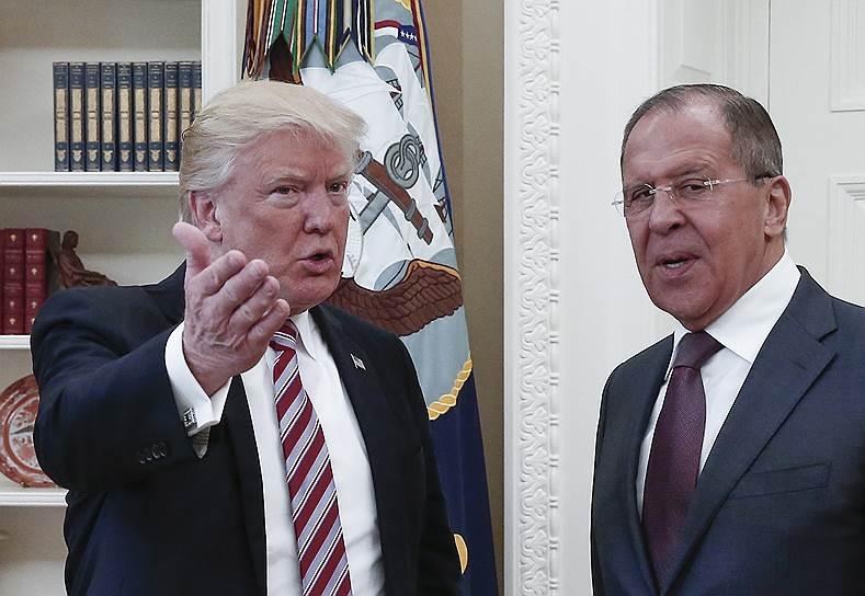 Президент США Дональд Трамп и министр иностранных дел РФ Сергей Лавров (справа)
