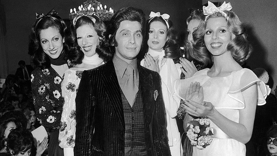 Валентино Клементе Людовико Гаравани родился 11 мая 1932 года в итальянском городке Вогера. Дизайнером одежды он хотел быть с самого детства. Валентино учился в миланской Академии искусств, а позднее — в Школе изящных искусств и Палате высокой моды в Париже. В 1960 году будущий мэтр моды открыл свое первое ателье в Милане