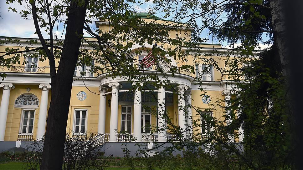 Зеркальные санкции РФ могут коснуться Спасо-хауса — резиденции американского посла в районе Арбата  (на фото) и здания англо-американской школы
