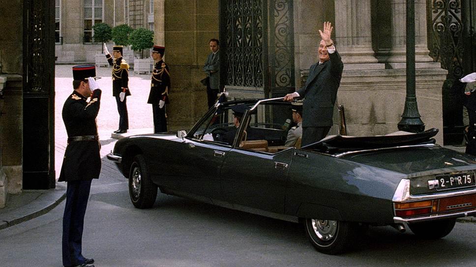 Жак Ширак въезжает в ворота Елисейского дворца на Citroen SM Presidentielle