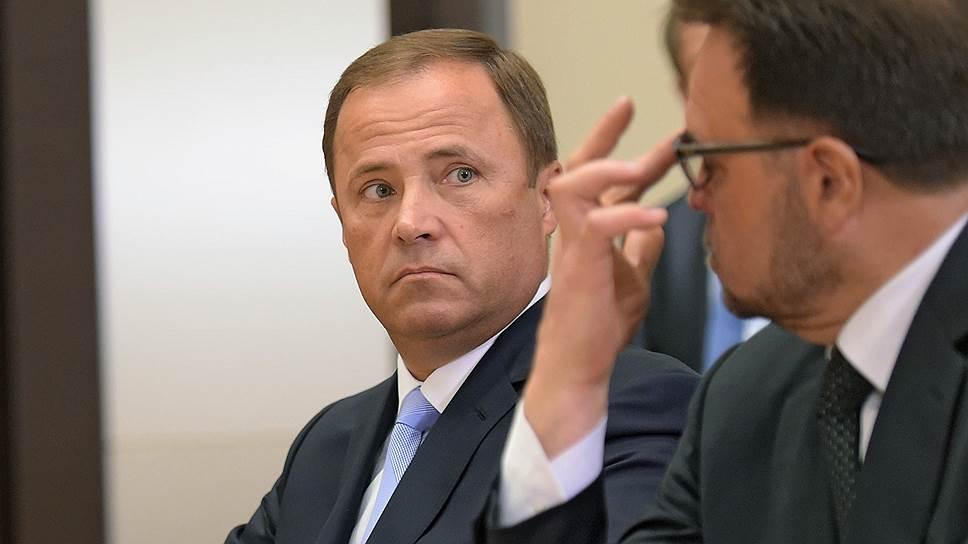 Гендиректору «Роскосмоса» Игорю Комарову (слева) придется строить и развивать космодромы в непростых условиях