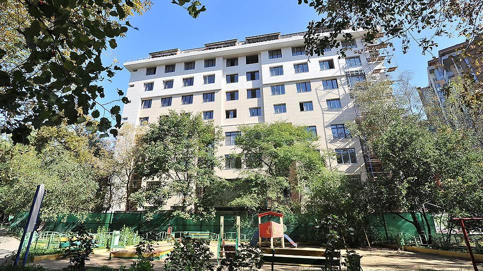 Чтобы оформить землю в собственность, жильцам дома 32 по улице Мишина потребовалось 11 лет и несколько десятков миллионов рублей