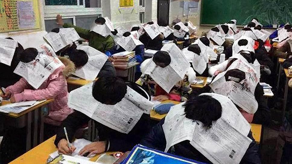 Шляпа из газеты не самый технологичный, но весьма эффективный метод борьбы со списыванием