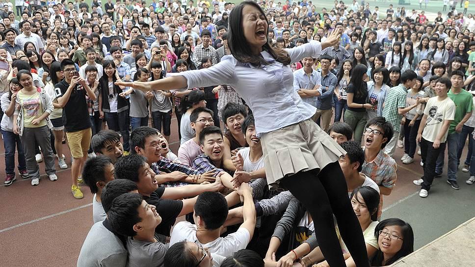 Гаокао — это праздник, который для части выпускников оборачивается не радостью, а серьезным стрессом
