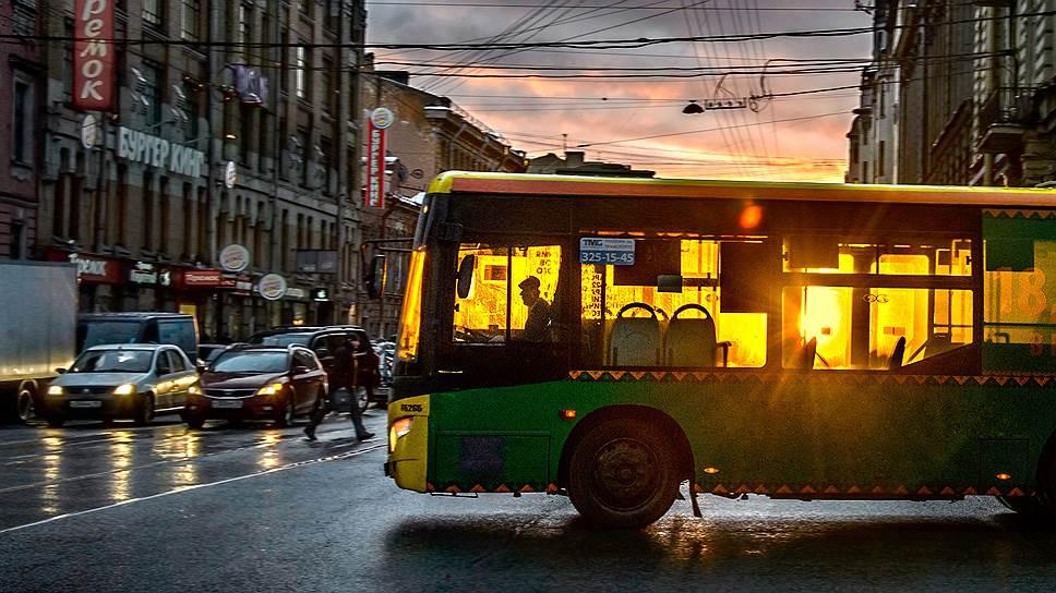 Как иностранным гражданам запретили управлять транспортом без российских прав