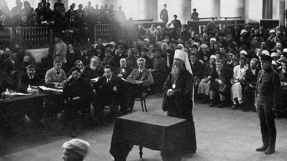 Петроградский митрополит Вениамин (Казанский), отлучивший протоиерея Александра Введенского от Церкви, вскоре был арестован и приговорен судом к расстрелу