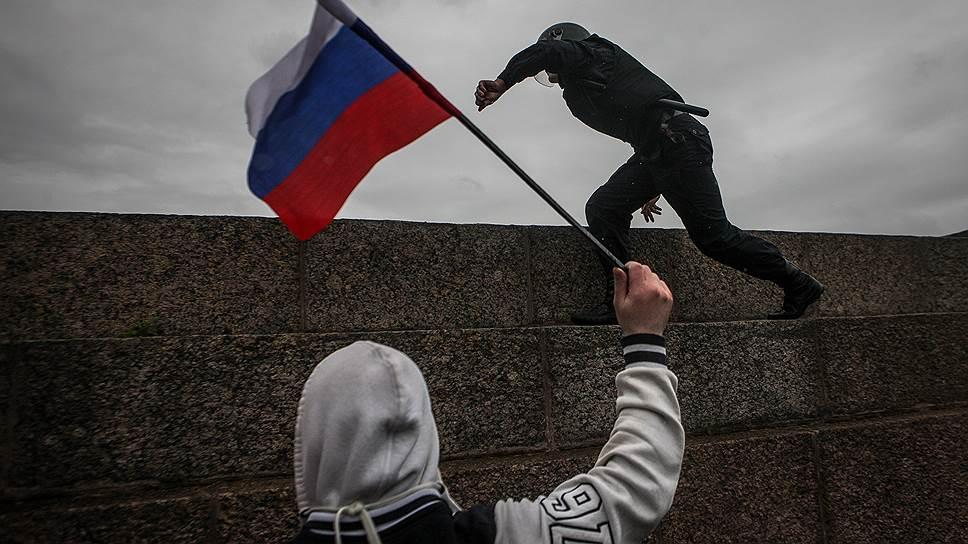 В Санкт-Петербурге в нападении на полицейского обвинен несовершеннолетний