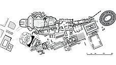 Согласно плану Муссолини, главный проспект города Via dell'Impero, после Второй мировой войны переименованный в Via dei Fori Imperiali, был проложен через археологическую зону античного Рима