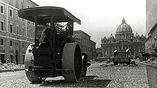 Каток реконструкции уничтожил множество средневековых построек, но открыл обзор на храм Святого Петра