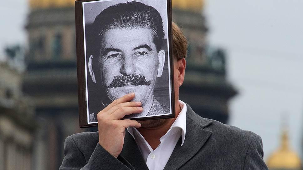 Как опрошенные россияне оценивают роль Сталина в победе во Второй мировой