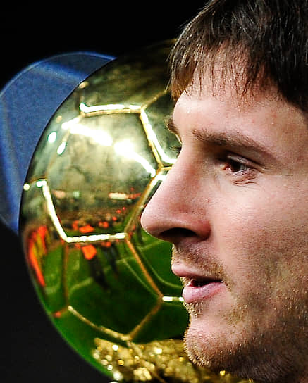 Лионель Месси — самый титулованный аргентинский футболист в истории. В декабре 2019 года он в шестой раз получил «Золотой мяч» — самую престижную индивидуальную награду в мировом футболе. По количеству «мячей» аргентинец обошел Йохана Кройфа, Мишеля Платини и Марко ван Бастена, у которых было по три трофея. Пять «Золотых мячей» на счету португальца Криштиану Роналду