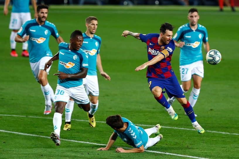 25 августа Лионель Месси сообщил клубу «Барселона» о своем желании уйти из команды