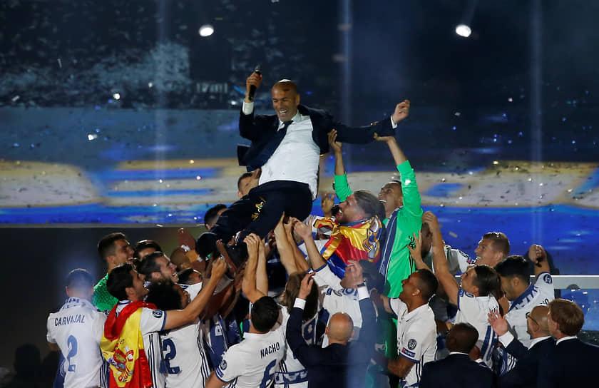 В 2016 году Зидана назначили тренером «Реала». Под его руководством клуб выиграл Лигу чемпионов, повторив триумф в следующем сезоне. За полтора сезона Зидан привел «Реал» также к победе в чемпионате Испании и Суперкубке UEFA. В октябре 2017 года, на церемонии награждения The Best FIFA Football Awards, был признан лучшим тренером мира — за вторую подряд победу в Лиге чемпионов c «Реалом», чего раньше не удавалось никому