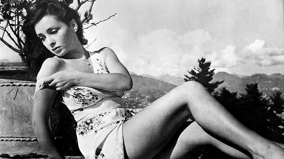 Джина Лоллобриджида родилась 4 июля 1927 года в небольшом итальянском городе Субьяко. Ее семья находилась в сложном финансовом положении, и будущая актриса зарабатывала деньги тем, что рисовала карикатуры и шаржи на заказ
