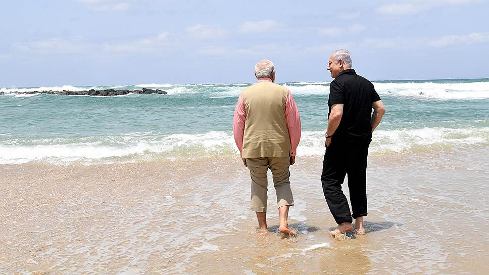 Премьер-министр Индии Нарендра Моди (слева) и израильский премьер Биньямином Нетаньяху