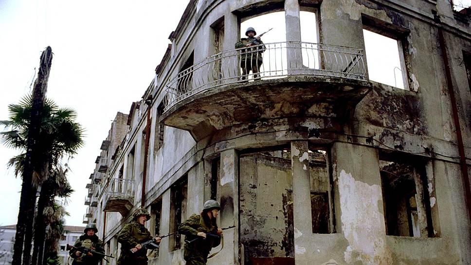 Из-за грузино-абхазского конфликта в начале 90-х был прекращен уникальный эксперимент по расселению павианов в дикой природе
