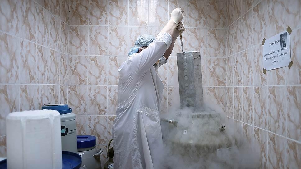 Помимо научных исследований в НИИ приматологии занимаются проверкой медпрепаратов по заказу фармкомпаний