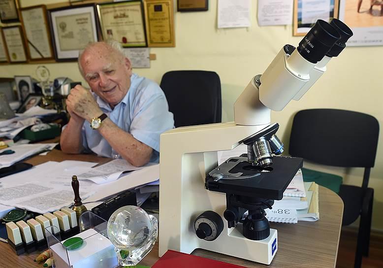 Во многом и сухумский, и адлерский питомники существуют благодаря академику Борису Лапину, который, несмотря на свои 95 лет, продолжает работать