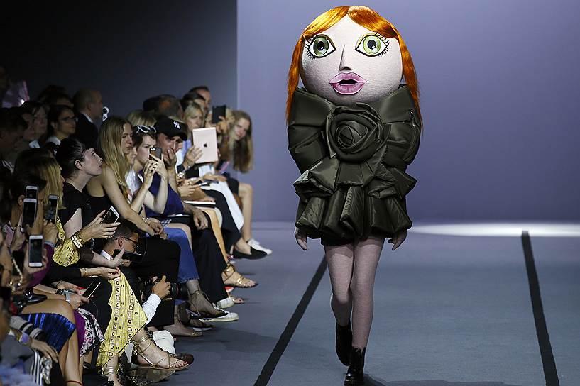 6 июля. Во Франции завершилась Неделя высокой моды, на которой модельеры со всего мира представили свои новые коллекции. Среди прочих на показах были представлены работы российского дизайнера Ульяны Сергеенко