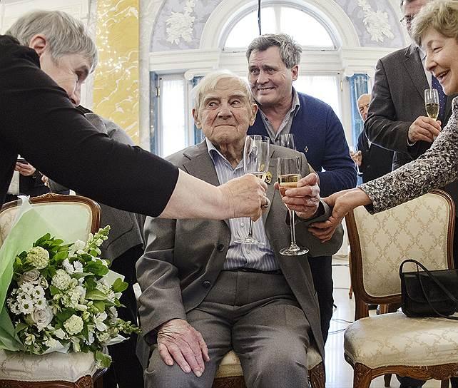 5 июля. В Санкт-Петербурге на 99-м году жизни скончался писатель Даниил Гранин. Наиболее известны его романы «Иду на грозу», «Мой лейтенант» и «Однофамилец», а также повесть «Зубр»