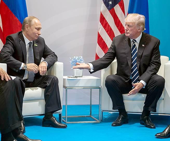7 июля. Владимир Путин и Дональд Трамп провели первую официальную встречу. Переговоры прошли в Гамбурге, куда лидеры двух стран приехали на саммит G20. По результатам «закрытой» встречи было объявлено о том, что Москва и Вашингтон договорились о перемирии в Сирии