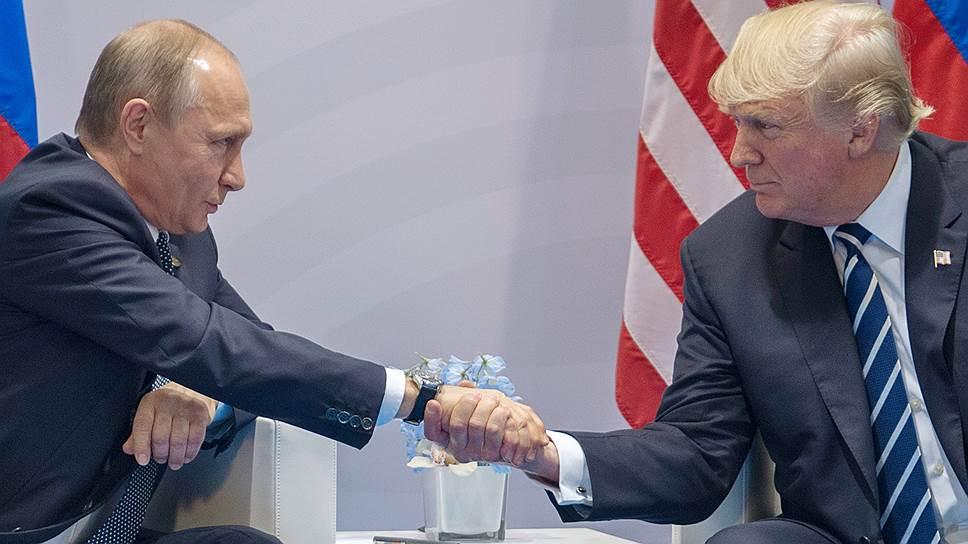 Президент России Владимир Путин (слева) и президент США Дональд Трамп