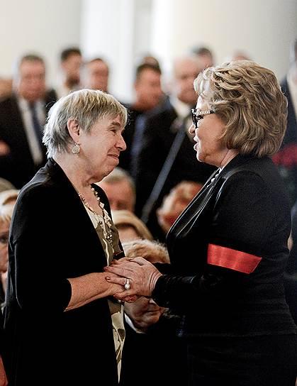 Спикер Совета федерации Валентина Матвиенко (справа)