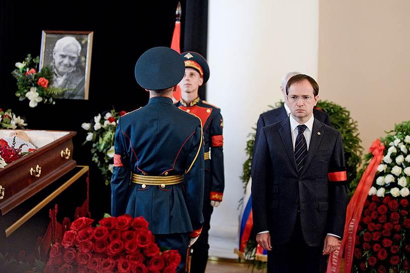 Министр культуры Владимир Мединский (справа)