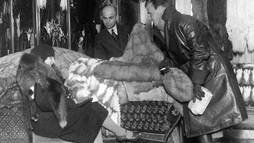 Советские власти приняли участие в мировой валютной войне 1930-х годов, продавая в Торгсине меха за золото