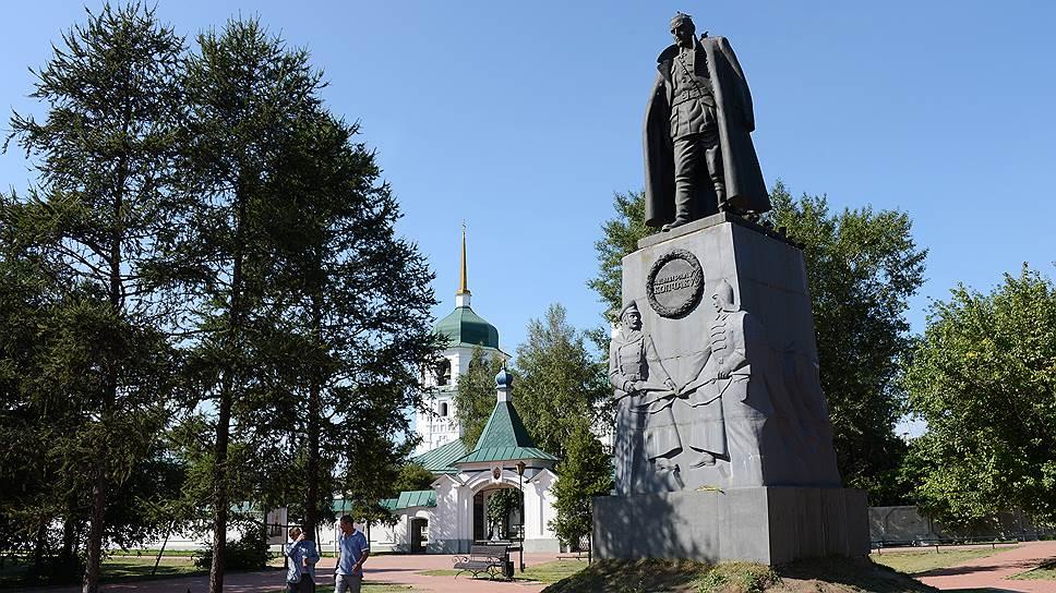 Почему памятник Колчаку в Иркутске требуют снести через суд