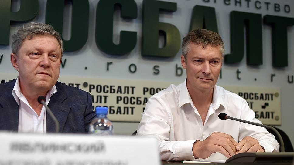 Основатель «Яблока» Григорий Явлинский (слева) и мэр Екатеринбурга Евгений Ройзман