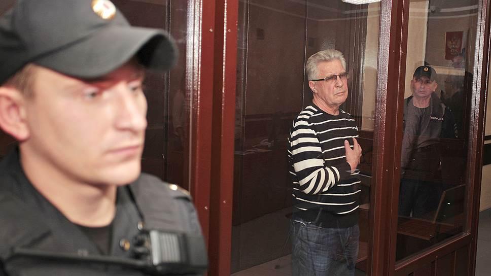 Бывший заместитель губернатора Алтайского края Юрий Денисов (в центре)