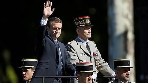 Эмманюэль Макрон воюет с армией // Президент Франции принял отставку начальника Генштаба