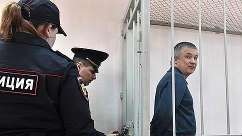 Урал Рахимов остается на продленке // Уголовное дело экс-главы «Башнефти» будут расследовать до конца октября