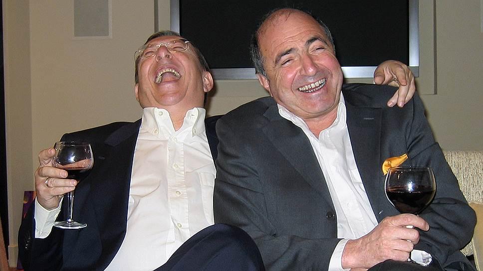 Деноминация затмила скандал, который разразился вокруг приватизации «Связьинвеста», борьбу за который Владимир Гусинский (слева) и Борис Березовский проиграли