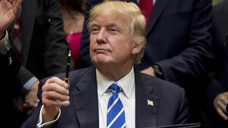 Как Дональд Трамп подписался под антироссийскими санкциями
