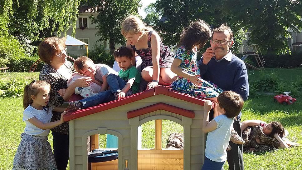 Приемная семья Хрипунковых за последние 20 лет приняла 15 детей, потерявших родителей или возвращенных в приют