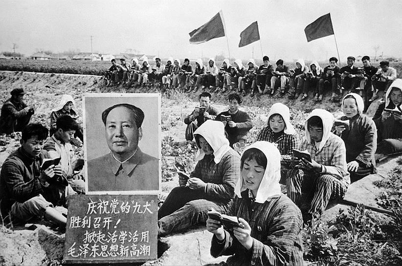 Во времена Мао рабочие и крестьяне хотя бы на бумаге были классом-гегемоном