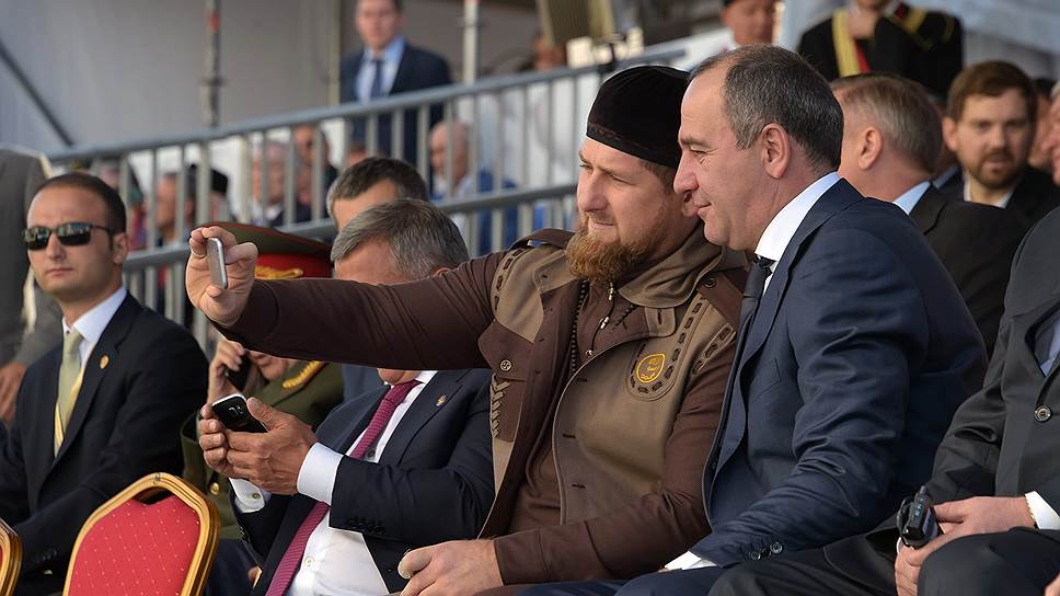 Глава Чеченской Республики Рамзан Кадыров и глава Карачаево-Черкесии Рашид Темрезов