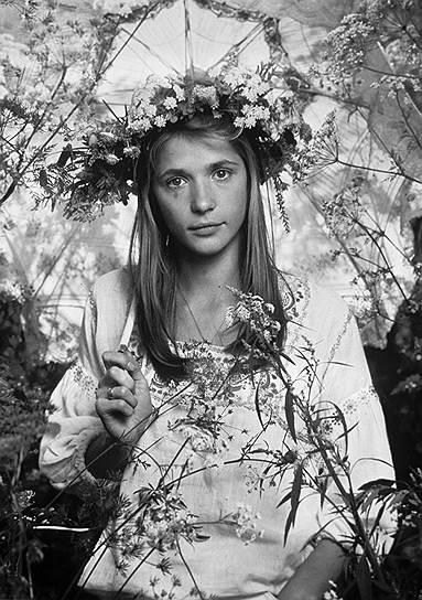 «Главное — быть оптимистом по жизни, тогда все получается» <br> Вера Глаголева родилась 31 января 1956 года в Москве. В 1962–1966 годах жила в ГДР, где родители работали в школе при группе советских войск. В 1970-х годах переехала в Москву, где окончила среднюю школу.