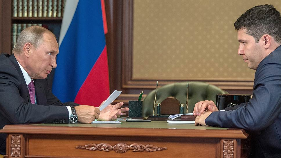 Президент России Владимир Путин (слева) и врио губернатора Калининградской области Антон Алиханов