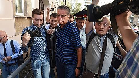 Фабула обвинения не устроила бывшего министра // Алексей Улюкаев, взявший $2млн от Игоря Сечина, назвал взятку провокацией