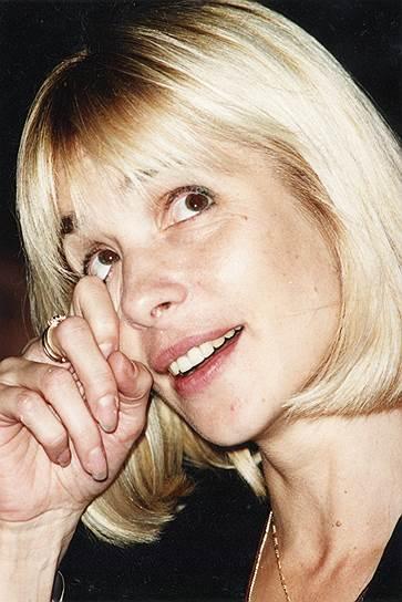 «Я себя ощущаю на съемочной площадке сильной женщиной. Меня это не оскорбляет, не режет слух, и не считаю я это пошлостью. Действительно, я сильная» <br> По приглашению подруги пришла на киностудию «Мосфильм», где режиссер и ее будущий муж Родион Нахапетов предложил ей сыграть роль девочки Симы в его картине «На край света…» (1975). Вторым мужем Веры Глаголевой стал бизнесмен Кирилл Шубский. У актрисы остались три дочери.