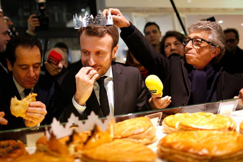 Во время предвыборной кампании Эмманюэль Макрон получил прозвище Le Big Mac. Причиной стала созвучность его фамилии и названия гамбургера, но будущий президент Франции пристрастился к фастфуду еще в школьной столовой. Его любимым блюдом стал кордон блю — панированная курица с ветчиной и сыром