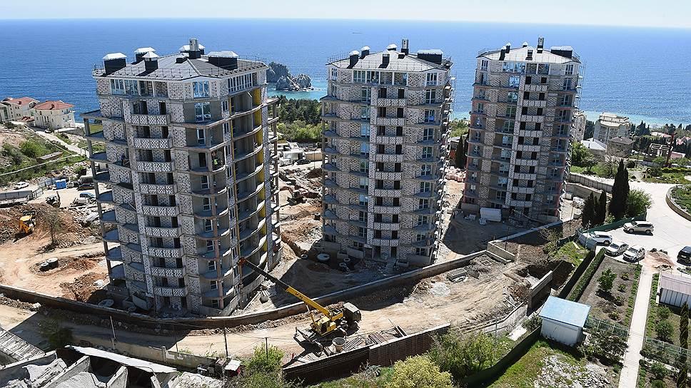 В Крыму один и тот же застройщик может продавать один дом по 214-ФЗ, а остальные — по-другому