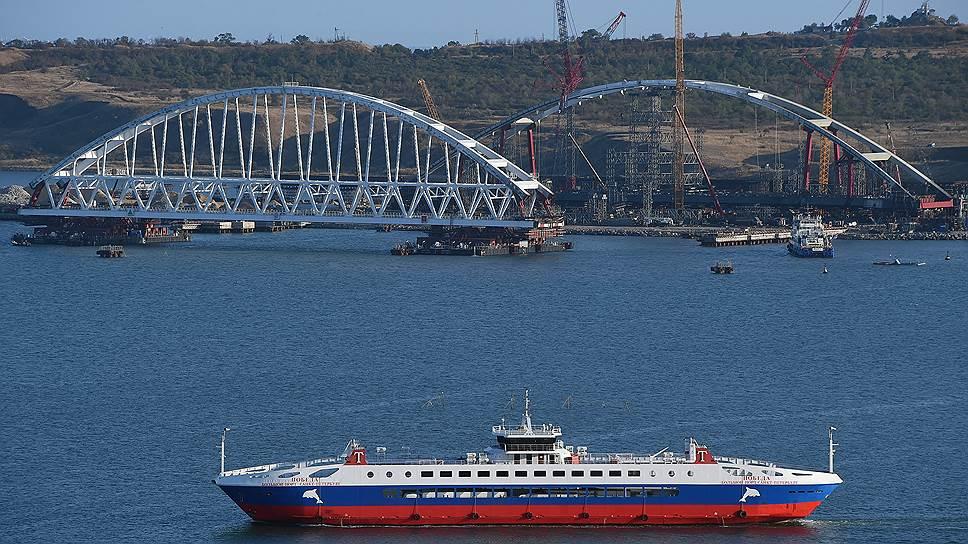 И жители Крыма, и отдыхающие, и продавцы недвижимости верят, что Керченский мост их спасет