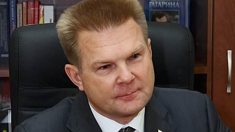 Бывшему банкиру припомнили строительство рынка // Экс-глава саратовского филиала Россельхозбанка помещен под домашний арест