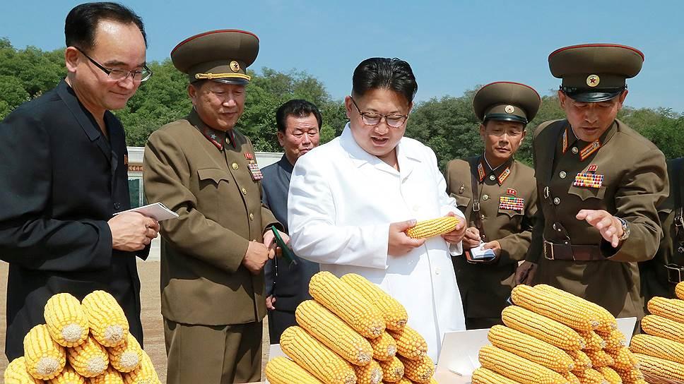 Глава КНДР Ким Чен Ын (в центре)