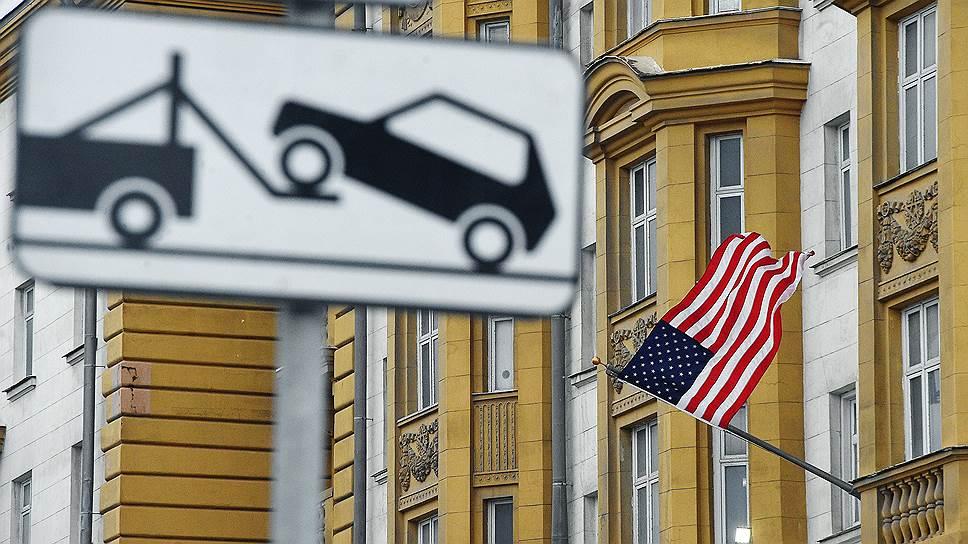 Как ГИБДД меняет приоритеты дорожного движения у зданий диппредставительств США